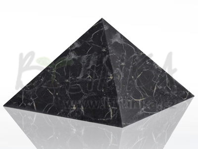Šungitová pyramida hlazená 15×15 cm