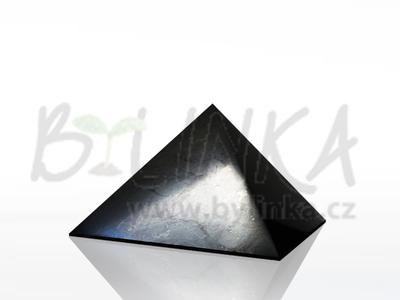 Šungitová pyramida leštěná 5×5 cm